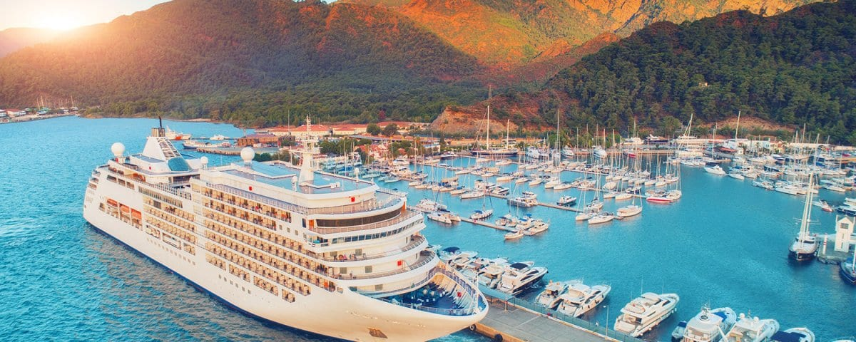 cruise line investment